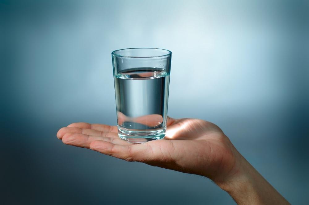 Beneficiile apei pentru sănătate și siluetă