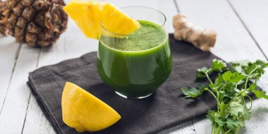 Suc de ananas, castraveți și spanac -sucuri bune pentru slabit