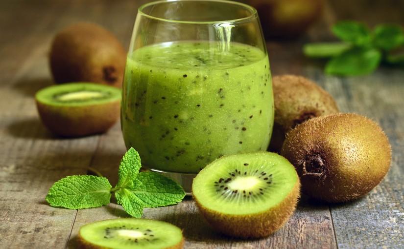 Suc de kiwi, salata verde si spanac -sucuri bune pentru slabire