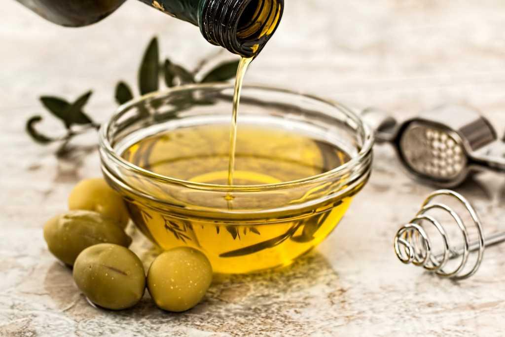 ulei de masline - 3 Remedii naturale împotriva înțepăturilor acarienilor roșii